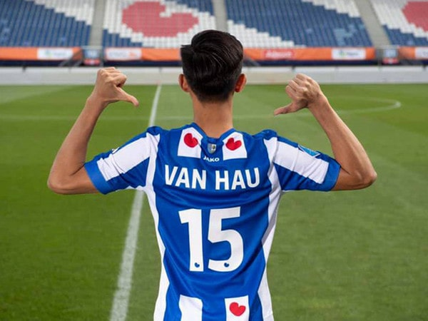 HLV Guus Hiddink gửi lời khuyên cho Văn Hậu để thành công ở Hà Lan