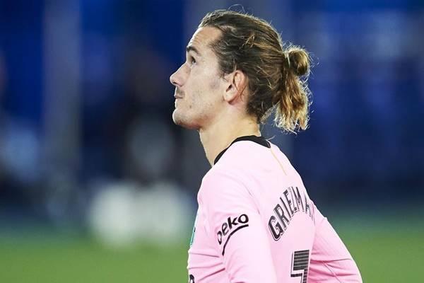 Bóng đá quốc tế 18/11: Griezmann tức giận muốn rời Barca