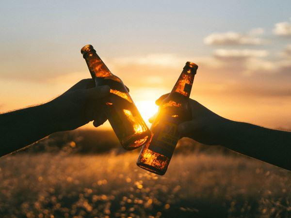 Mơ thấy uống rượu đánh cặp số thần Tài nào để đổi đời?