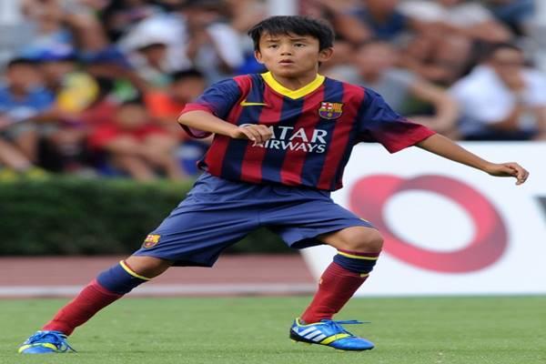 Kubo Takefusa khi khoác áo Barcelona