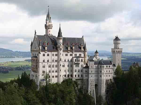 Nằm mơ thấy lâu đài đánh số gì ăn chắc, là điềm báo gì
