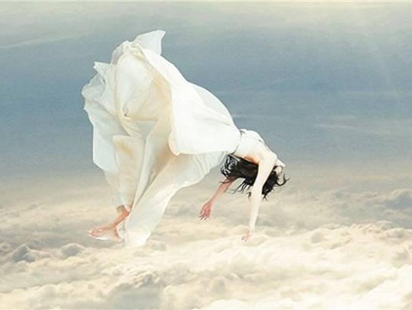 Mơ thấy mình đang bay là điềm hên hay xui? Đánh liền số mấy?